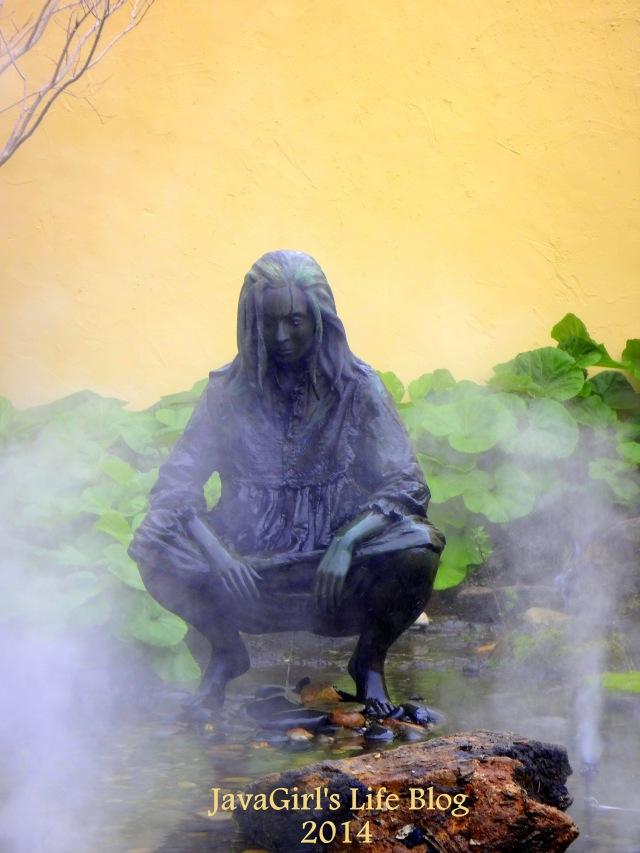 GroundsforSculptureGirlSquatingJavaGirlsLife